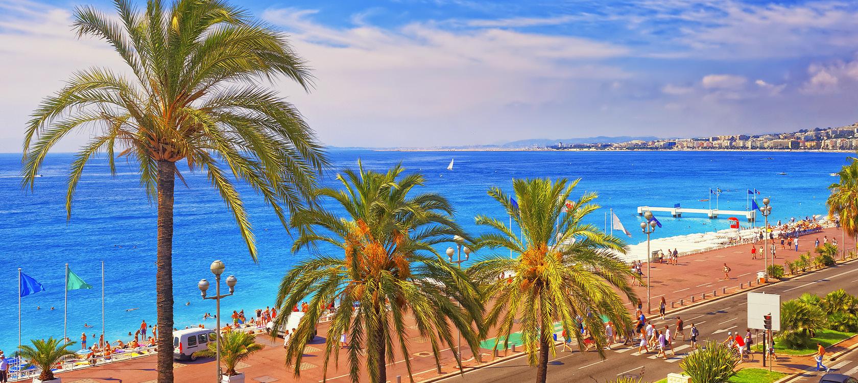Gå en tur på strandpromenaden, Frankrig