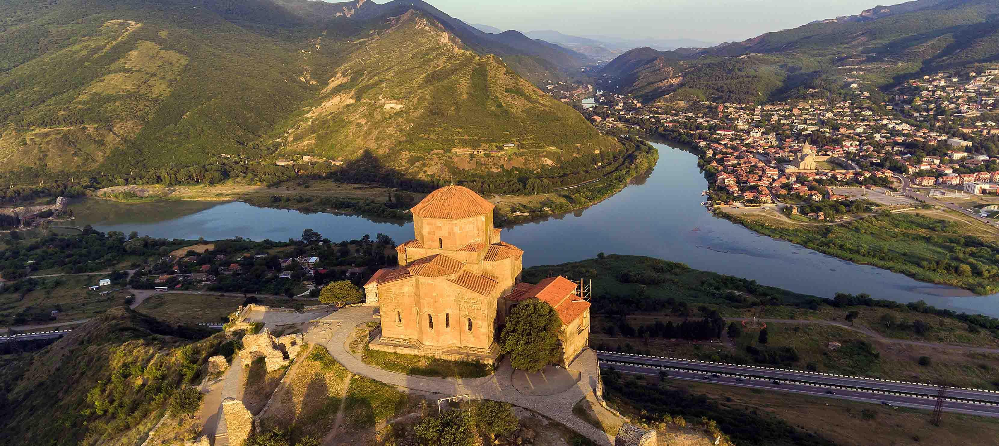 Mtkvari med Jvarir-klosteret i Georgien
