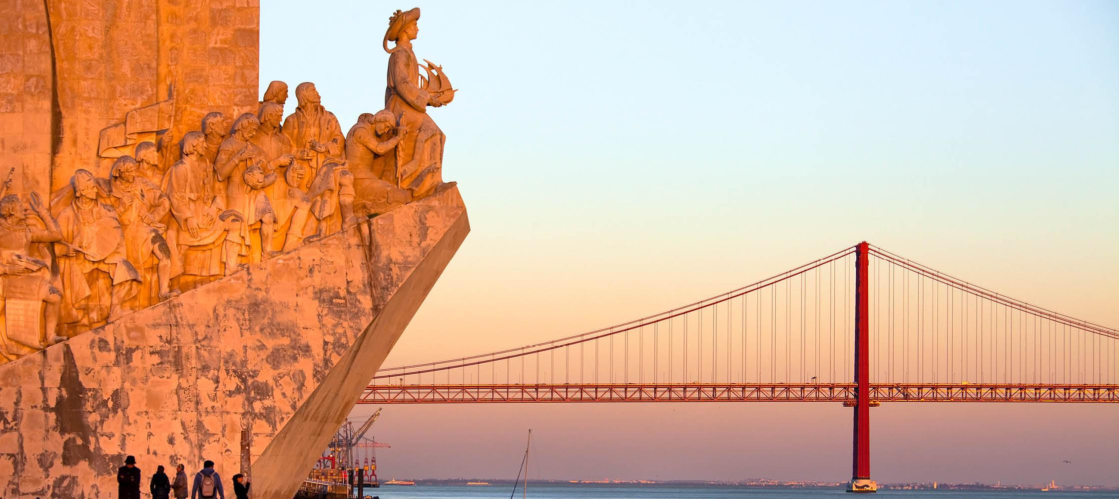 Opdagernes monument og 25. april-broen