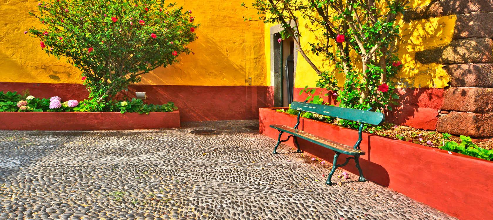 Oplev de farverige gader og oaser på Madeira i Portugal