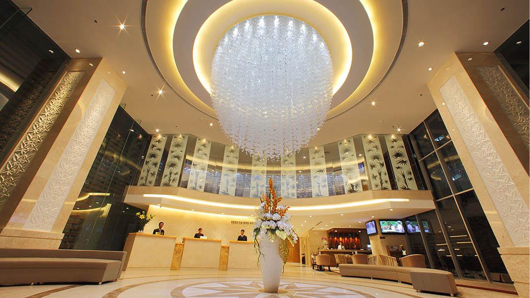 Receptionen på Edenstar Hotel